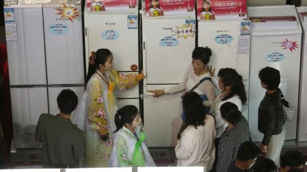 朝鲜新富热衷购置大冰箱